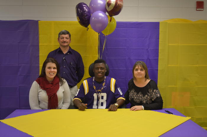 Derrick Dillon Signs with LSU!
